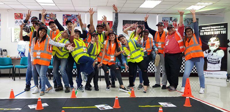 equipo de trabajo feliz dinámica grand prix dth